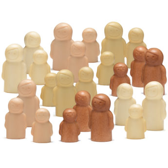 4 sets of 6 figures, each set a different colour, including two of each size in a set