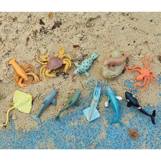 11 large plastic aquatic play figures featuring popular sea creatures