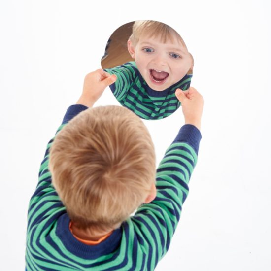 Set of 10 plastic face-shaped mirrors to nurture emotional awareness
