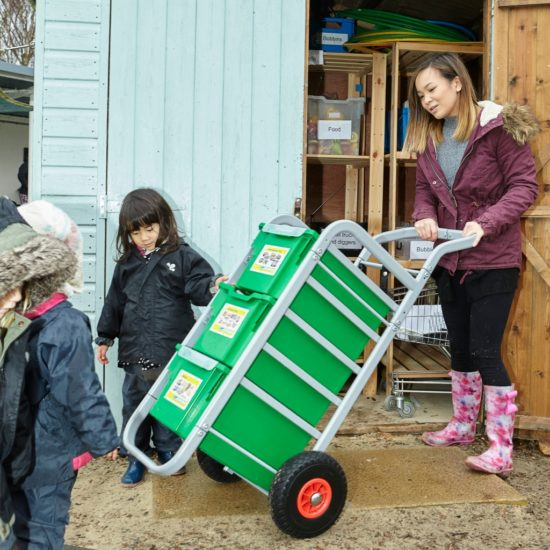 Sturdy all-terrain trolley to transport resources indoors and outside