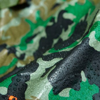Weatherproof and durable, this camouflage tarpaulin measures 2.5m x 3m