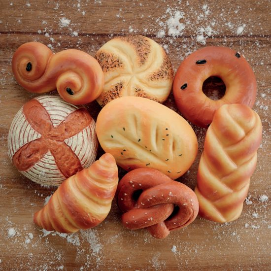 Set of 8 breads made of stone and resin